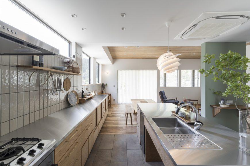 使い勝手の良い2列型キッチン
