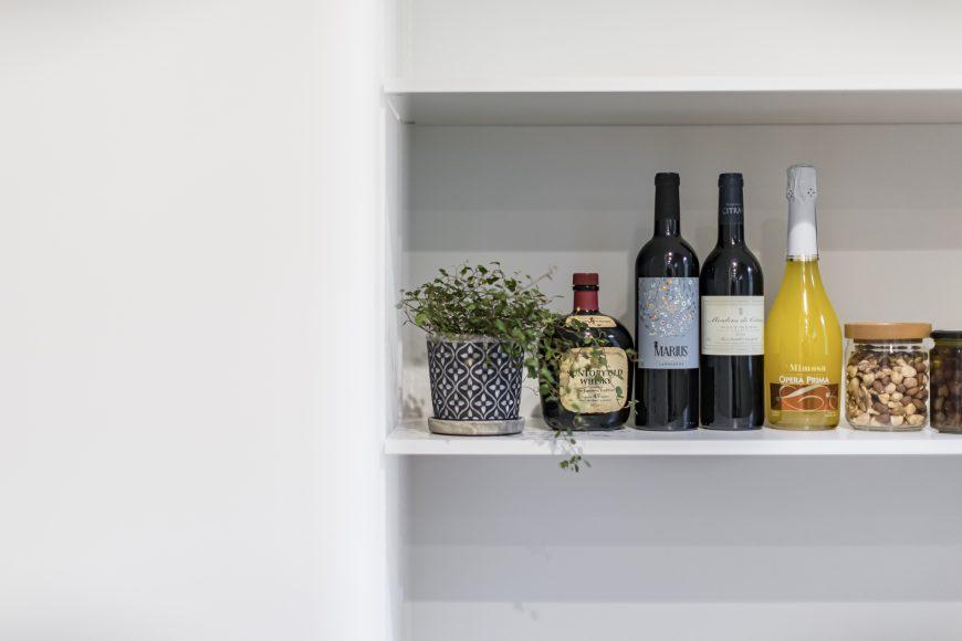 お酒が好きな私たちはお店のように飾ります。