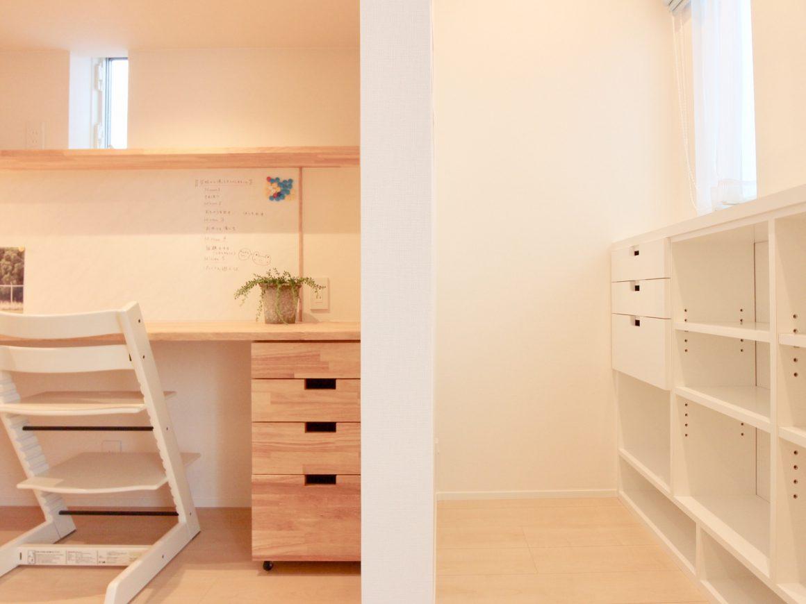 間仕切壁で区画し収納スペースも確保しました。