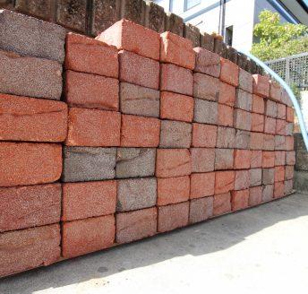 土堀りとブロック積み