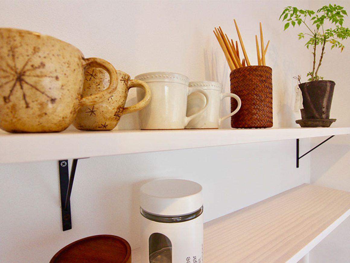 よく使うコップやお箸はこのニッチが定位置です。